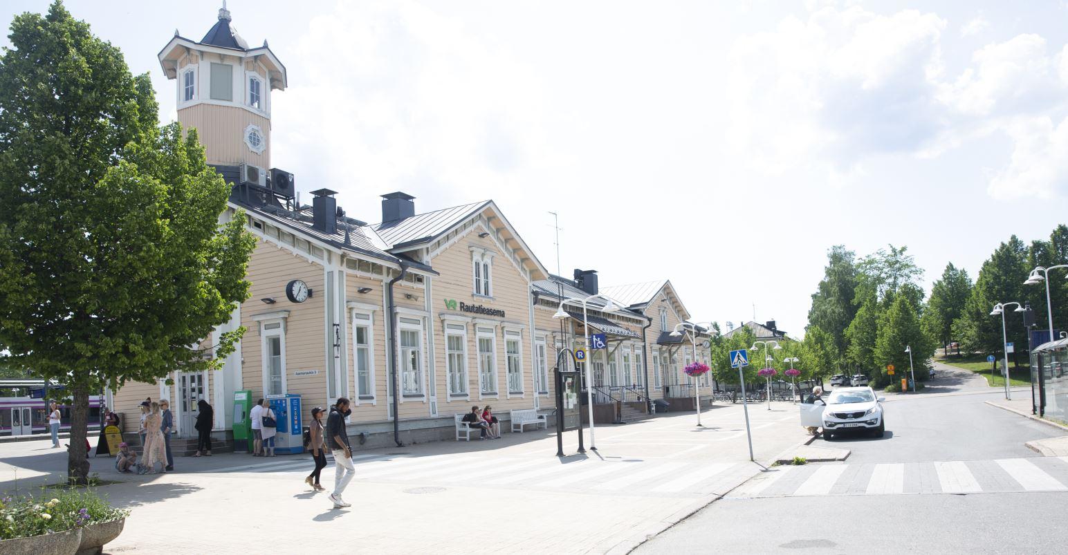 Keravan juna-aseman asemarakennus